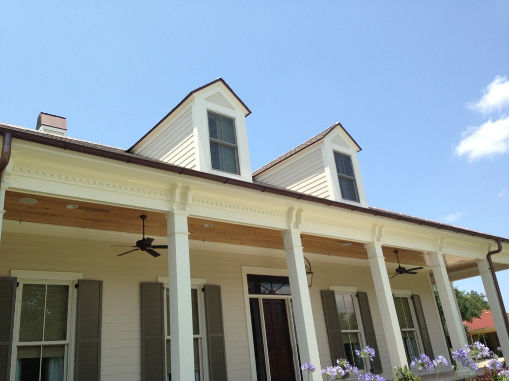 Dentil moulding with crowning trim and craftsman columns - Strong Shield
